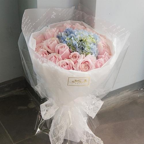 平常不敢說的、害羞說的都讓這束美麗的花束代表你的心吧~