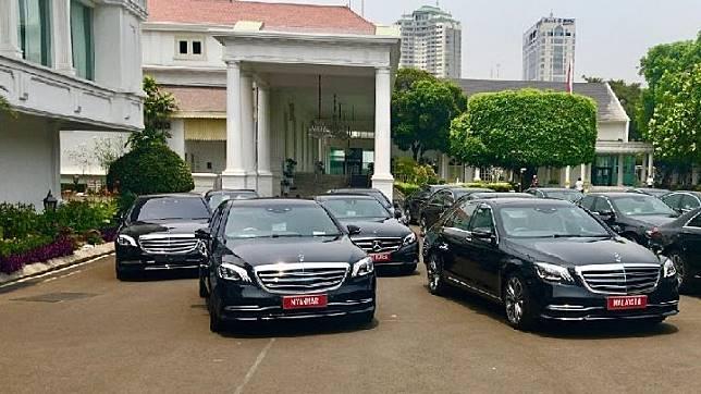 Mercedes-Benz S 450 L dan E 300 SportStyle Avantgarde telah dipersiapkan untuk mensukseskan pelantikan Presiden Republik Indonesia dan Wakil Presiden Republik Indonesia. Dok MBDI