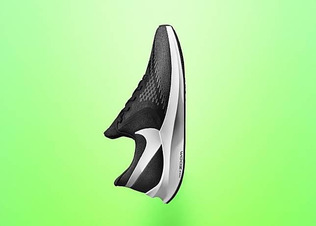鞋款另備有黑色款式。(互聯網)