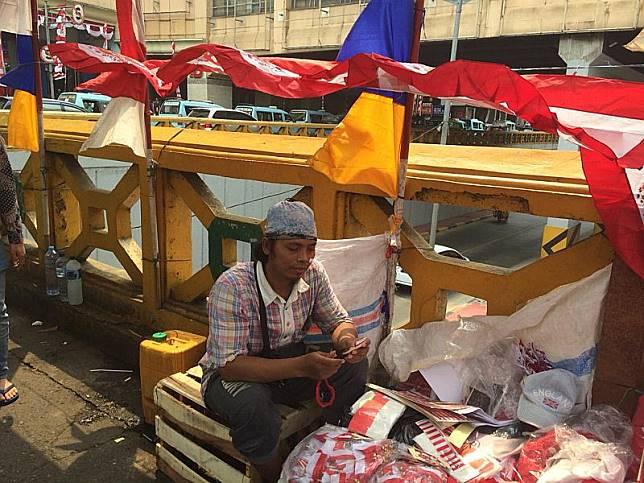 HUT ke-74 RI, Curhat Pahit Pedagang Bendera di Tanah Abang