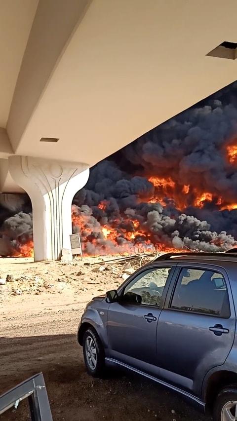 Foto: Kebakaran Besar Akibat Kebocoran Pipa Minyak di Mesir