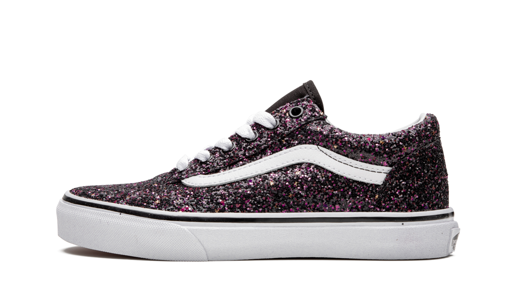 The Vans Old Skool brings a fun element to the casual sneaker for kids. Glittery footwear comes in m