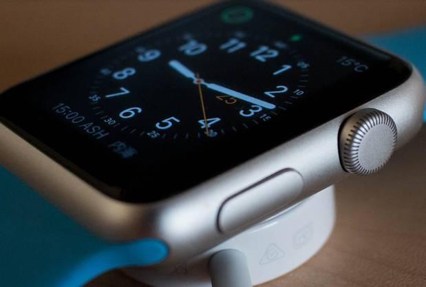 Apple Watch將進化?新專利曝蘋果有意在錶殼後加「可拆卸」的模組