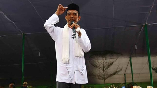 Dai kondang Ustadz Abdul Somad (UAS) memberikan tausiyah .