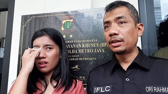 Miki Soesanti  dan kuasa hukumnya, Ori Rahman [Suara.com/Yuliani]