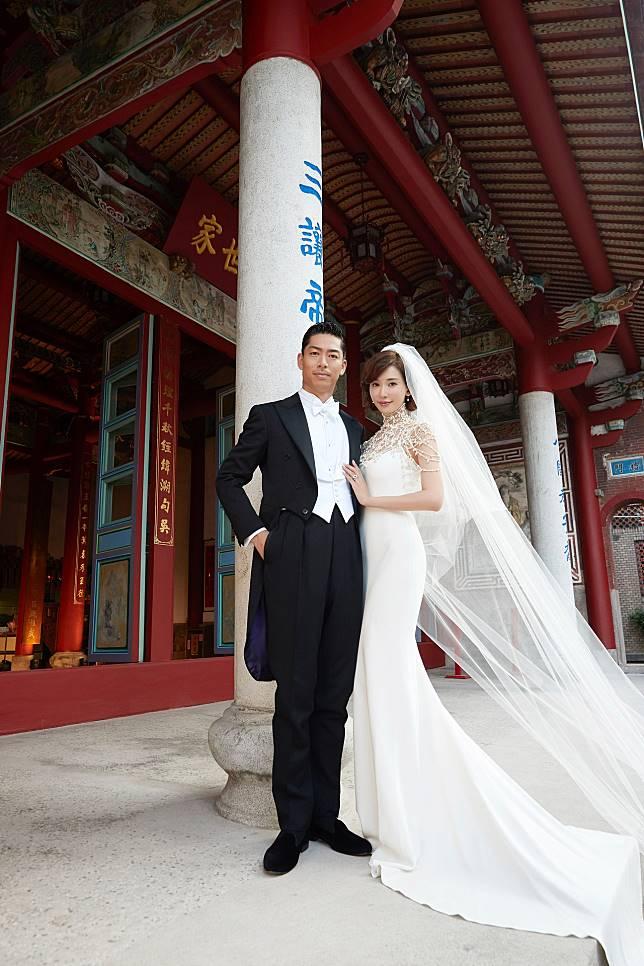 修身白色婚紗設計盡顯志玲姐美好身段。(林志玲工作室圖片)
