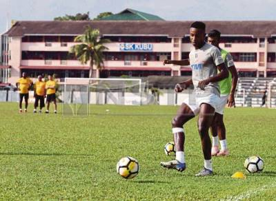 Malaysia dùng cầu thủ gốc Phi, thử thách cho tuyển Việt Nam tại AFF Cup