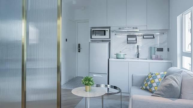 廚房採用開放式的設計,一來可擴闊室內空間,二來亦方便女戶主宴客時與朋友閒聊。(受訪者提供)