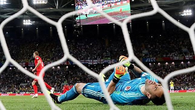 Kiper Napoli David Ospina Pingsan di Lapangan, Ini Penyebabnya