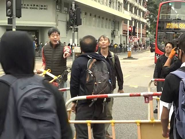 觀塘有中學生堵路 楊潤雄︰要求學校訓輔