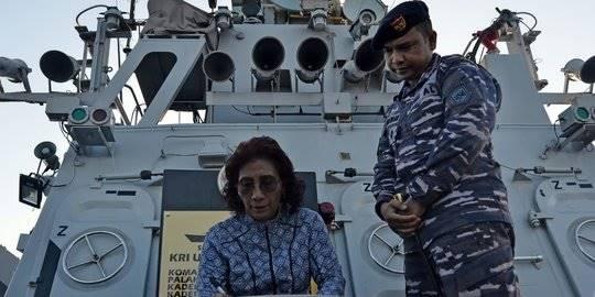 Menteri Susi Pudjiastuti dan Kapal Pencuri Ikan. ©Humas KKP