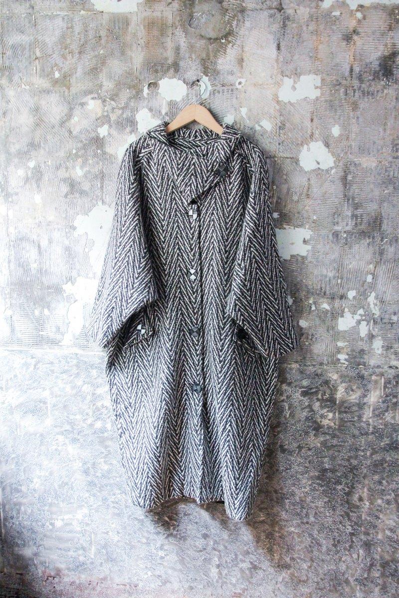 Vintage 黑白鋸齒線條毛呢大衣 外套