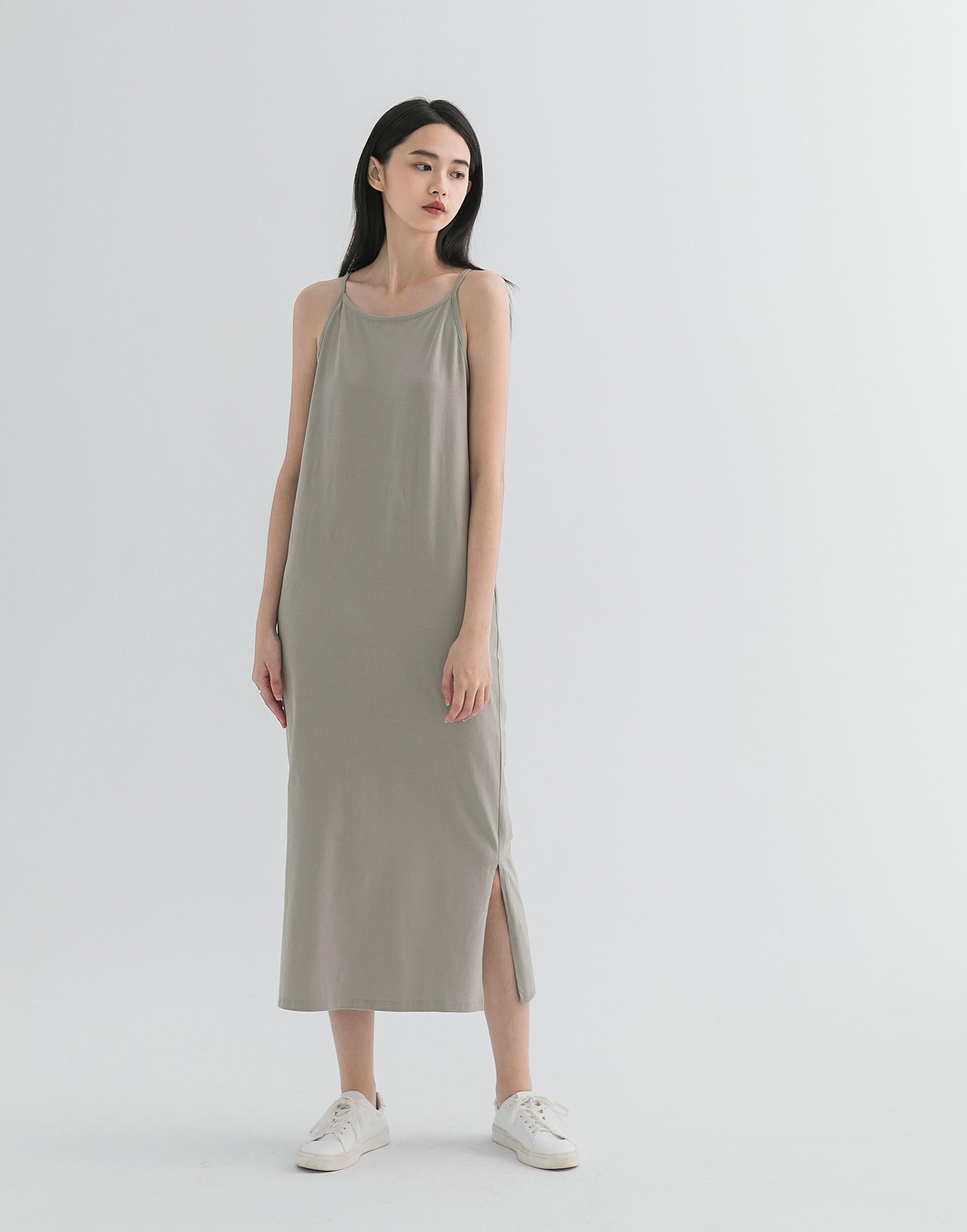 彈性: 適中 舒適有彈性的棉質料、削肩設計、微合身長洋裝版型