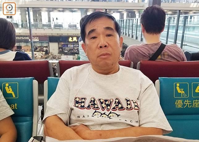 蘇先生認為今日機場保安工作過分嚴密,形容為小題大造。(林嘉諾攝)