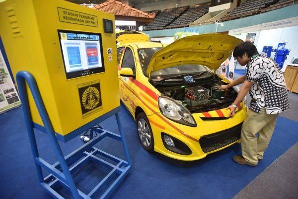 Mobil listrik karya mahasiswa dan dosen Universitas Indonesia bernama Molina