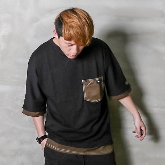 GHK Abstract Collection 2 TONE TEE大身布使用300g重純棉布料局部搭配防潑水尼龍布左袖上沿用品牌專屬AKM麂皮標落肩寬大版型以及前短後長設計在口袋設計上採用袋中袋及跳