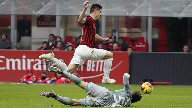 Revolusi AC Milan: Piatek Hengkang, Gelandang Benfica Masuk?