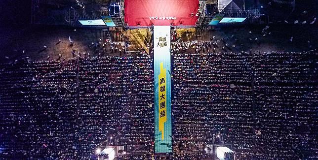 ▲陳其邁造勢晚會湧入3萬多名支持者。(圖/翻攝自陳其邁臉書)