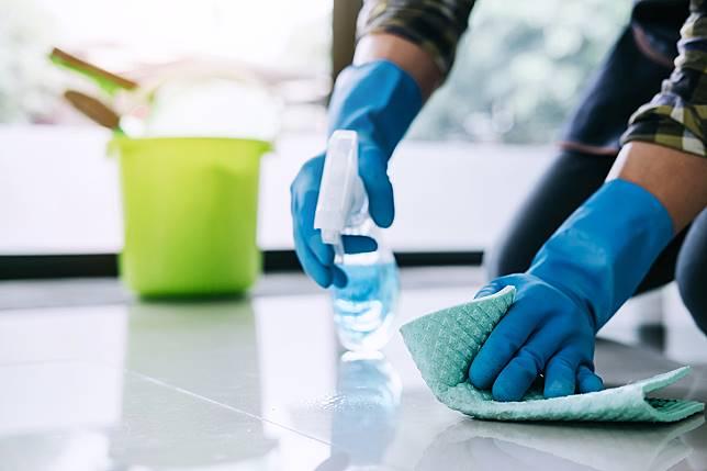 ▲小範圍使用酒精、大範圍選用漂白水,才能達到真正殺菌效果。(圖/信義房屋提供)