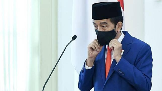 Presiden Joko Widodo bersiap memimpin upacara peringatan Hari Lahir Pancasila secara virtual di Istana Bogor, Jawa Barat, Senin, 1 Juni 2020. Upacara secara virtual itu dilakukan karena pandemi COVID-19. ANTARA FOTO/BPMI Setpres/Handout