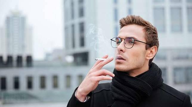 Ilustrasi lelaki merokok (Shutterstock)