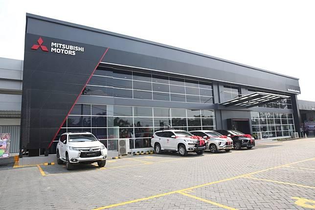 Dealer Mitsubishi Barito Berlian Motors yang baru saja diresmikan dan menjadi dealer pertama di wilayah Banjarbaru, Kalimantan Selatan.