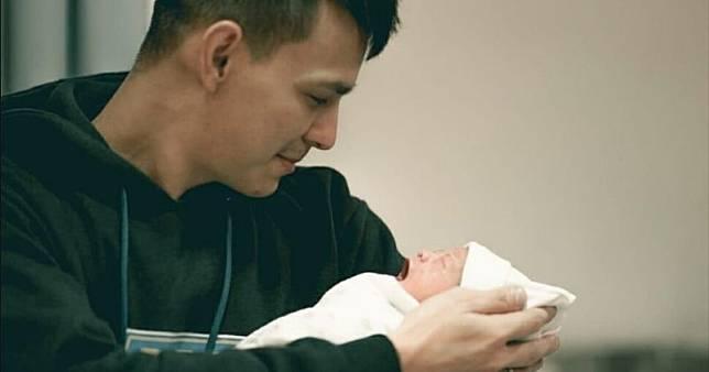 Anak Marcell Darwin Lahir, Perjuangan Sang Istri Buatnya Terharu