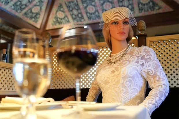 Unik! Restoran di AS Taruh Mannequin untuk Jaga Jarak Pengunjung