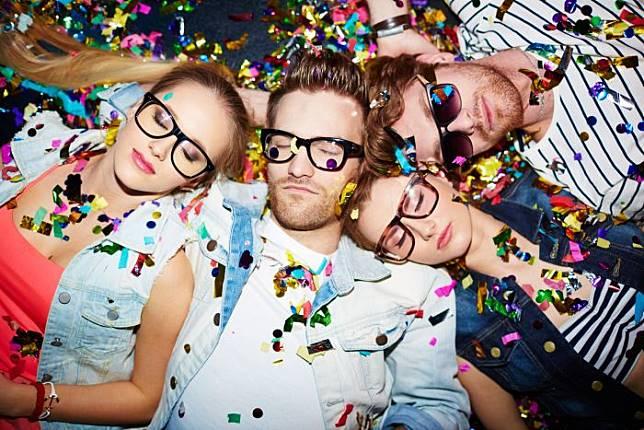 Sisi gelap media sosial yang bikin kita punya hidup sempurna! | foto: bustle.com