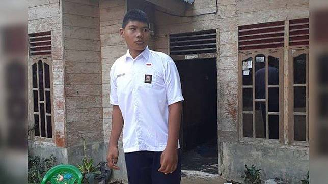 Kusen Pintu Kamar Dibongkar karena Tak Bisa Dimasuki Viral Remaja dengan Tinggi 2,6 Meter di Riau