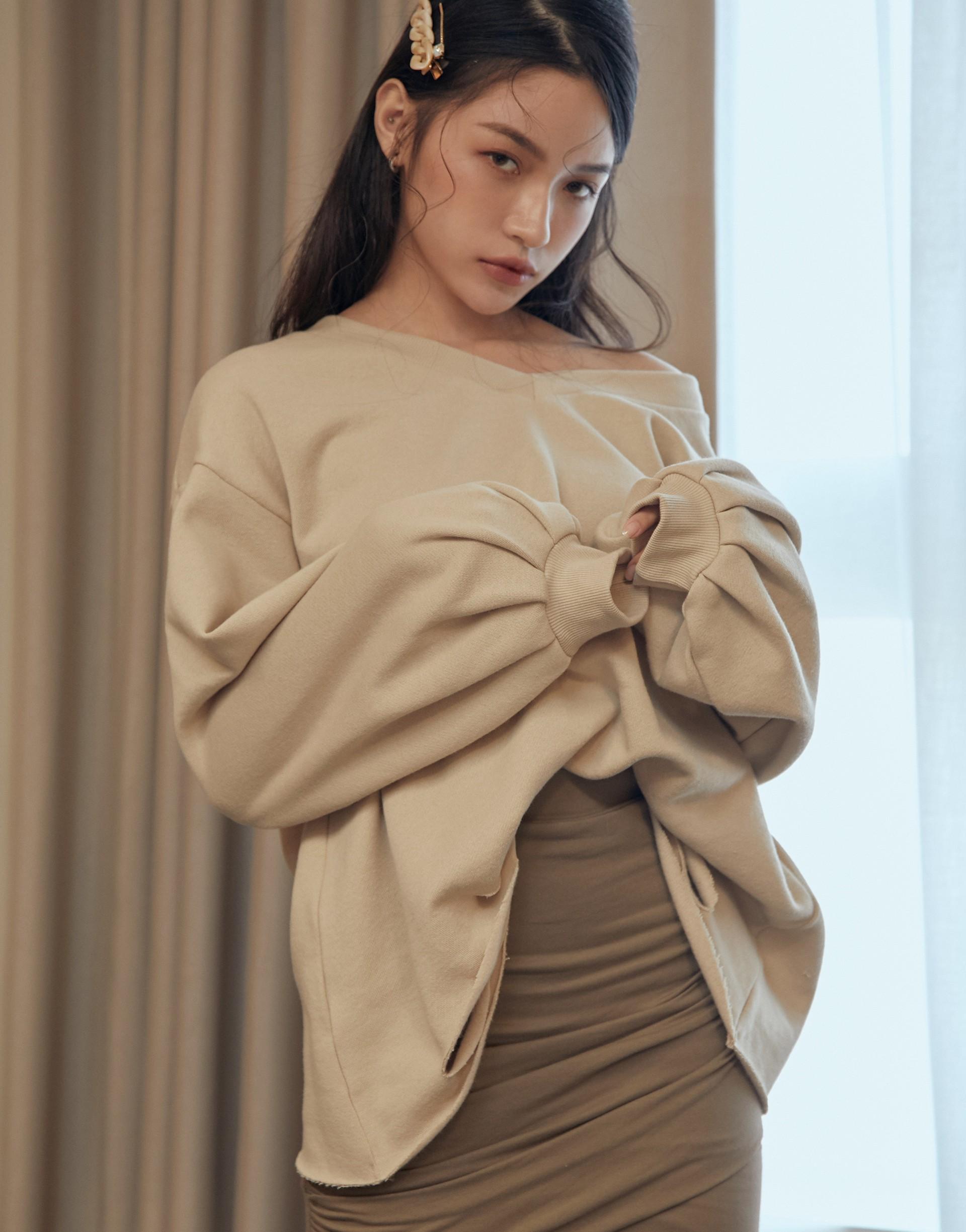 台灣製造/PAZZO自訂開發布料/內磨毛面料/領口可拉成一字領/下擺破損設計