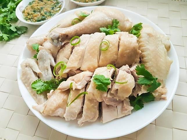 中菜不時都會以浸的烹調方法令肉質保持軟嫩,如浸雞,肉嫩又入味,老人家或小朋友都可以輕易撕嚼得到。(互聯網)