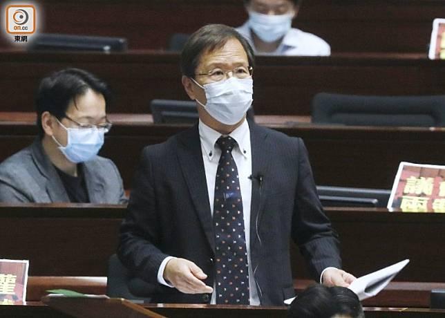 郭家麒質疑推行三地健康碼等如打開香港關口。(黃仲民攝)