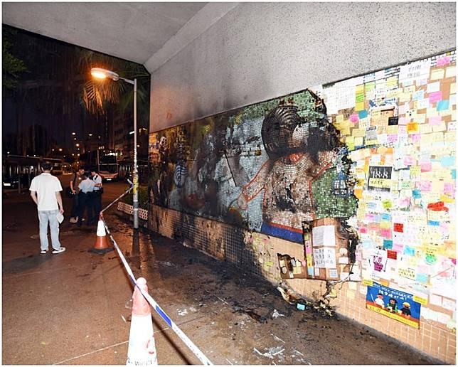 「連儂牆」有便利貼起火,燒毀面積約3米乘7米。