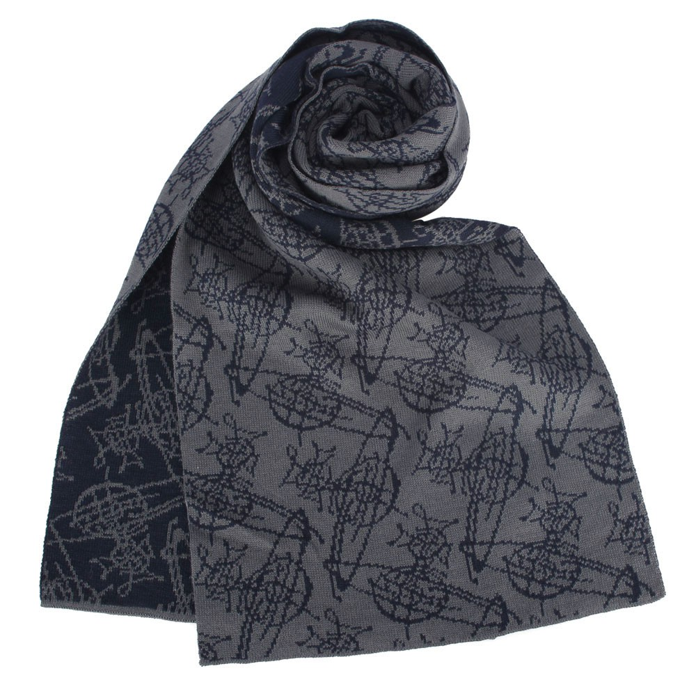 Vivienne Westwood 經典星球圖樣混羊毛圍巾,獨特品牌LOGO織紋,為您的裝束增添時尚元素,多色澤展現前衛時尚氣息,無論繫在頸上或是當披肩透出風衣領,皆搶眼有型,就讓小配件為您的品味加分