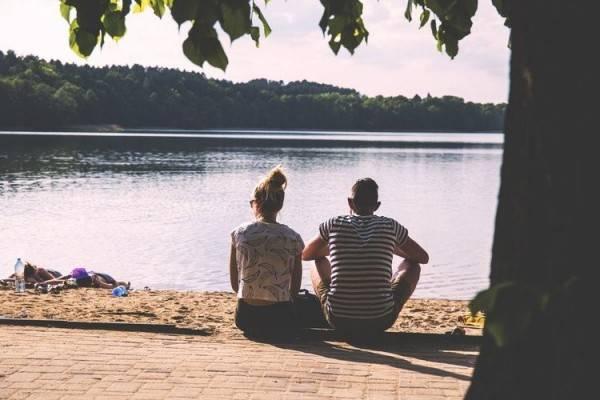 5 Sikap yang Harus Kamu Miliki Saat Pasanganmu Tertutup