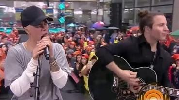 """小賈紐約現場演出經典歌曲 """"Baby """" Acoustic 版本 也太好聽!"""
