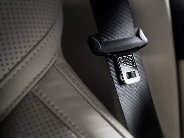Safety belt tiga titik yang ditemukan dan jadi fitur standar oleh Volvo sejak 1959.