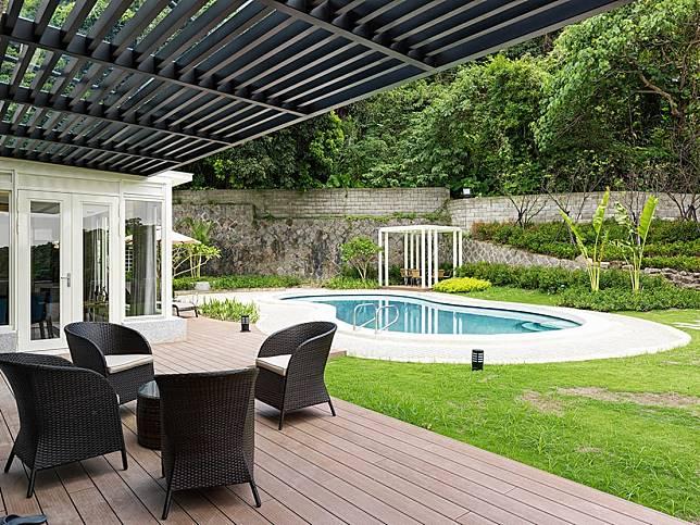 2. 木甲板與泳池