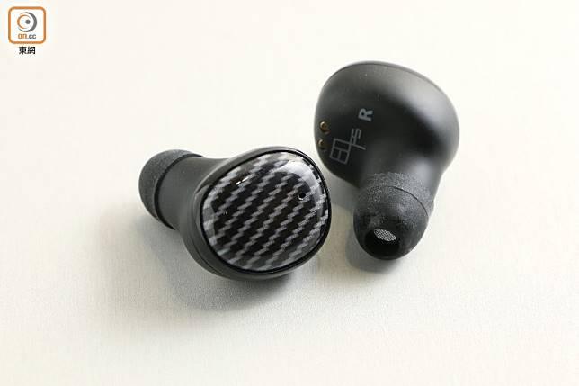 引進大口徑的8mm Supreme Bass驅動單元,能發揮出更為厚實有力的低音。(盧展程攝)