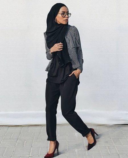 12 Inspirasi Style Black Hijab Wajib Kamu Coba Di Bulan Ramadan