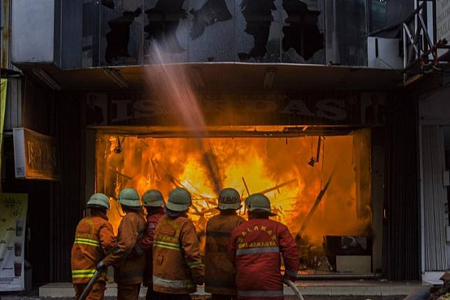 Firefighters put out fire in a shop in Pasar Baru, Central Jakarta.