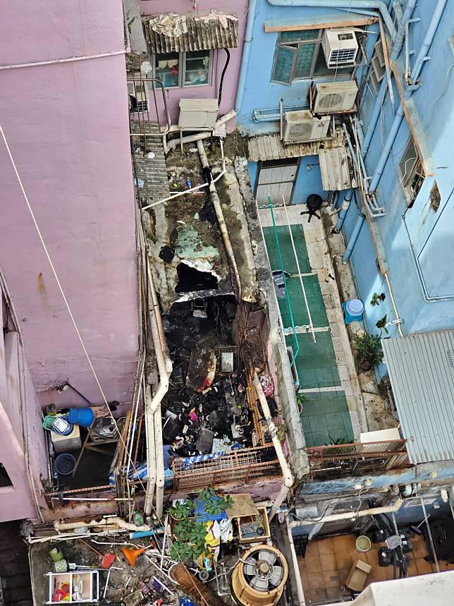 屋內滿布雜物,全部被燒毀,一片混亂。 梁國峰攝