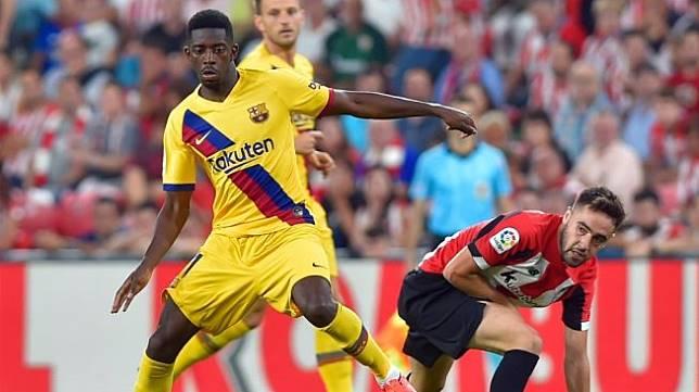 Penyerang Barcelona, Ousmane Dembele bermain saat pembukaan Liga Spanyol 2019/20 menghadapi Athletic Bilbao di Staduin San Mames, Sabtu (17/8/2019). (ANDER GILLENEA / AFP)