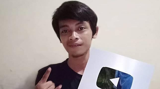 Kisah Iqbal, Youtuber yang Viral Usai Pukul 'Kuntilanak' Pakai Batako