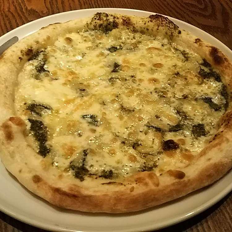 ユーザーが投稿したジェノベーゼピザの写真 - 実際訪問したユーザーが直接撮影して投稿した新宿イタリアンゆであげパスタ&焼き上げピザ ラパウザ 新宿伊勢丹前店の写真