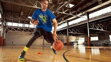 官方新聞 / UA Clutch Fit Drive 籃球鞋首度上市 NBA 球星 Stephen Curry 專屬鞋款全台限量首賣