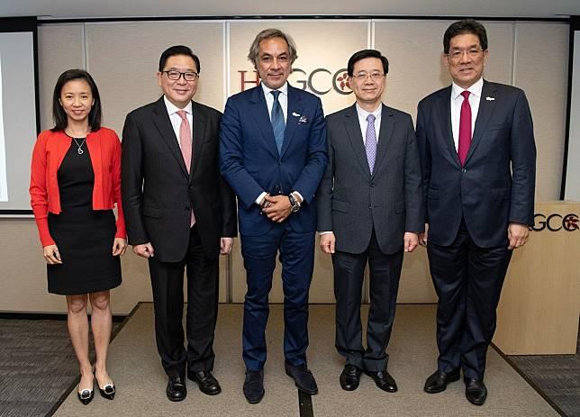 李家超(右二)到總商會與商界會面。