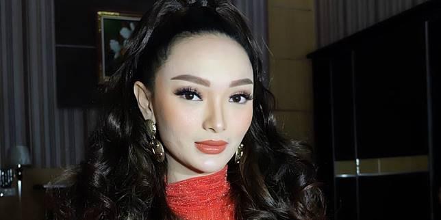 Mantan Zaskia Gotik Menikah Wajah Istrinya Jadi Sorotan Dream Co Id Line Today