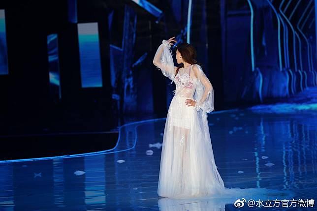 ▲林志玲在內衣秀展現漂亮內在美。(圖/翻攝水立方官方微博,2018.04.29)